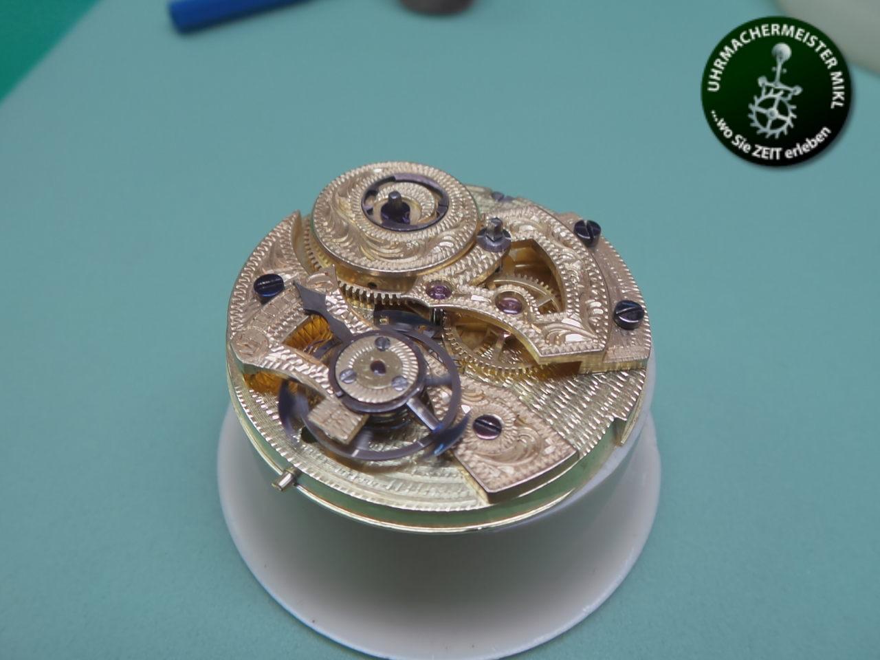 Das gereingte Uhrwerk mit dem Duplexrad und dem ersetzten Lagerstein.